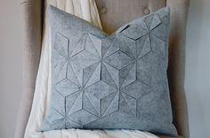 Geometrische Wollfilz grauen 18 x 18 Kissen von whitenest auf Etsy, $75.00