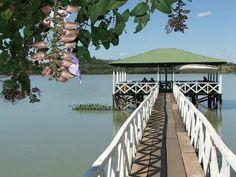 Laguna El Espino  En el departamento de Ahuachapán se encuentra la Laguna El Espino muy cerca de la ciudad de Ahuachapán., que se encuentra situada a 100 kilómetros de la capital San Salvador. En este departamento también podemos encontrar el río Paz que sirve de frontera natural entre los países de Guatemala y El Salvador.