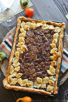 This Pecan Slab Pie recipe takes a traditional pecan pie recipe and turns it into big slab pie that the whole family will enjoy for Thanksgiving dessert. Peach Slab Pie, Apple Slab Pie, Coconut Meringue Pie, Pie Recipes, Dessert Recipes, Skillet Recipes, Cheesecake Recipes, Dessert Ideas, Cake Ideas