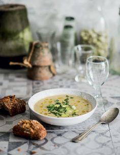 Pehmeä härkäpapukeitto Cheeseburger Chowder, Ramen, Curry, Soup, Tasty, Ethnic Recipes, Curries, Soups