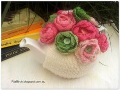 FitzBirch Crafts: Button Rose Tea Cosy - Crochet Pattern> Try to adapt to Loom, or use as inspiration. Knitting Patterns Free, Free Knitting, Free Pattern, Crochet Patterns, Crochet Geek, Crochet Home, Knit Crochet, Tea Cosy Pattern, Knitted Tea Cosies