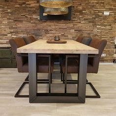 Massief eikenhouten tafel - industriële eettafel - eiken met stalen onderstel - Firma Hout & Staal Dinning Table, Dining Area, Dining Room, Steel Furniture, Rustic Furniture, Home And Living, Wood Projects, Interior Design, House Styles