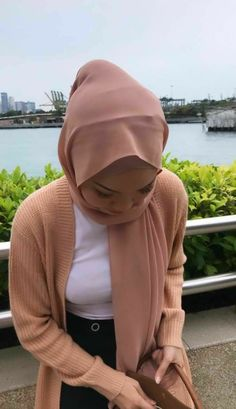 Modest Fashion Hijab, Niqab Fashion, Hijab Chic, Muslim Fashion, Big Fashion, Asian Fashion, Arab Girls Hijab, Girl Hijab, Turkish Fashion