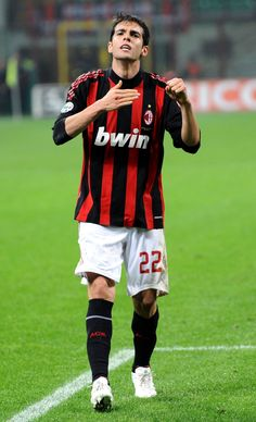 Kakà - Come back to Milan! Handsome Football Players, World Best Football Player, World Football, Soccer Players, Football Soccer, Champions, Milan Wallpaper, Most Popular Sports, Ac Milan