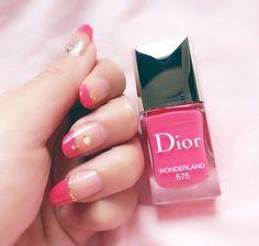 . new color 💅 💖 . . 小指の爪はログアウトしました。 思いっきり割れちゃった😭 . . 奈央に貰ったDiorのマニキュアでフレンチネイルに挑戦!難しいね😌 . . #nail #pink #セルフネイル #小指だけ指が無いみたい