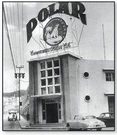 En 1941 se inaugura la primera fábrica de cerveza Polar con 50 trabajadores