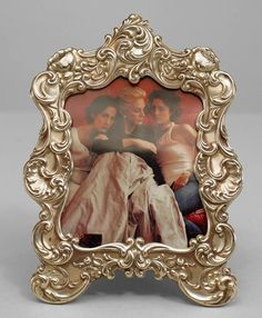 American Victorian small sterling silver easel picture frame with scroll design with brown velvet backing (marked GORHAM STERLING Victorian Picture Frames, Victorian Pictures, Silver Picture Frames, Gorham Sterling, Scroll Design, Easel, Living Room, American, Antiques