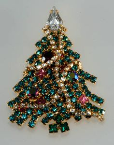 Dominique Garland Christmas Tree (now let's all go to ebay and search for Christmas tree pins!!)