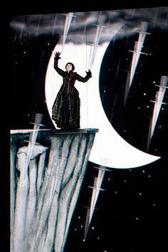 The Magic Flute. Scenic design by Esther Bialas. Animation by Paul Barritt.