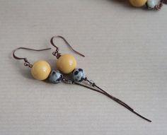 Boucles d'oreille 'Cosmos' 1 perles jaune moutarde et par ouchka, €24,00