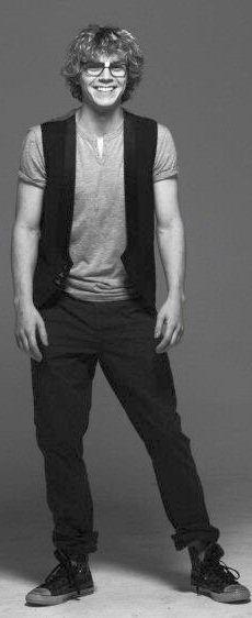 Evan Peters aka Kit Walker in American Horror Story #ahs <3