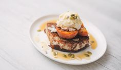 Vegan French Toast with Grilled Apricots and Maple Syrup Amy Vegan French Toast, Maple Syrup, Sweet Recipes, Breakfast Recipes, Amy, Clean Eating, Food, Eat Healthy, Healthy Nutrition