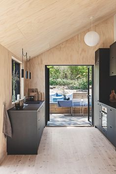 Denmark / A blond pine vacation chalet / Grand Designs Australia, Plywood Interior, Black Cabinets, Kitchen Cabinets, Wood Interiors, Tiny House, Bungalows, Line Design, Architecture