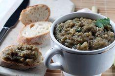 Caviar d'aubergine au thermomix. Découvrez cette recette de Caviar d'aubergines, une recette d'entrées froides simple à réaliser au thermomix. Caviar Aubergine Thermomix, Caviar D'aubergine, Tapenade, Guacamole, Oatmeal, Vegan, Cooking, Breakfast, Desserts