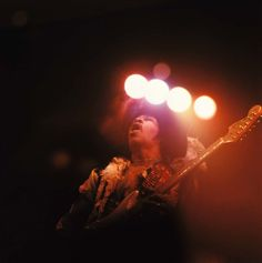 Jimi Hendrix at the Royal Albert Hall, 1969 Photo David Redfern Jimi Hendrix Live, Jimi Hendrix Experience, Masters, Rock And Roll Artists, Sweat Lodge, Electric Ladyland, Psychedelic Music, Music Photographer, Guitar Solo