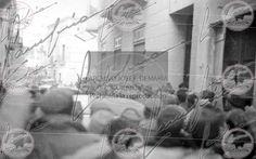 Entrada de Franco y Yague en el recien conquistado Belchite p25,081f,96ALas tropas de Franco llenan las calles de Belchite. Franco llega al pueblo acompañado de Ramón Serramo Suñer, Ruiz Albeniz, el Tte Cor Troncoso, el Cmte. Barroso y otros miembros del Cuartel general de Aragón. El general Yague y Franco arengan a las tropas desde el balcón de la plaza de Belchite. Batalla de Aragón, guerra civil española