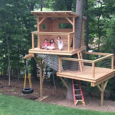 Natural materials, modern look, traditionally awesome. A nice little escape right in your own backyard. This nice little treehouse will provide a camping spot, a performance stage for little broadway