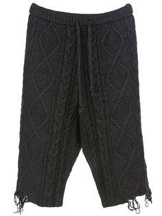 MIHARA YASUHIRO - KNIT SHORTS £ 599.00  DESCRIPTION  MIHARA YASUHIRO  Grey cotton and alpaca wool blend shorts from Mihara Yasuhiro featuring a cable knit design, a drawstring waistband and frayed hemlines.    ITEM ID :   10097303    COMPOSITION :   wool: 17%, cotton: 79%, alpaca: 4%