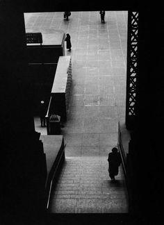 Larry Silver - Pennsylvania Station, Manhattan 1951. S)