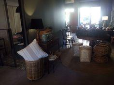 #mercadoloftstore #decor #interior #interiordesign #project #almofada #pillow #pillows #quality #qualidade @pontilinha #mesa #cadeiras #coroas #trolley #palhinha #style #mood #materials