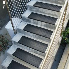 Best Diamond Grip Rubber Stair Tread Basement Stair 400 x 300