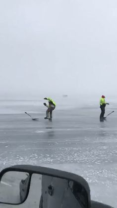 Man surfs on ice with shovel and wind