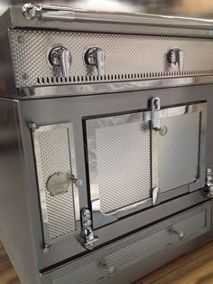 Château 150 Cooker DeLuxe Stainless Steel & pebbled Awesome Kitchen, Kitchen Stuff, Kitchen Ideas, Kitchen Design, La Cornue, Stoves, Cool Kitchens, Cooker, Parties