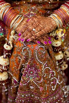 Indian Bridal Jewelry and Henna Pakistani Bridal Dresses, Indian Bridal Wear, Bridal Henna, Indian Dresses, Indian Outfits, Wedding Henna, Indian Wear, Wedding Dresses, Indian Wedding Invitations