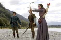 Susan. I'm still thinking that her bow is waaaay too small for her. Why didn't they give her a longer bow? It also doesn't seem realistic to achieve such high ranges as she achieves in the films with such a small bow, 'magical' or not!