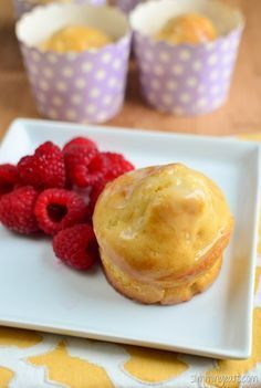 Can you believe these Lemon Drizzle Muffins right before your very eyes are Slimming World friendly? Some of the low syn cake recipes out there are pretty disappointing when you bite into them, they look good, but they either taste far too bitter from swe Slimming World Deserts, Slimming World Puddings, Slimming World Recipes Syn Free, Baking Recipes, Cake Recipes, Dessert Recipes, Donut Recipes, Easter Recipes, Muffin Recipes