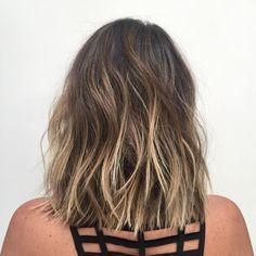 """More bobs and lobs! Haircut//Style ✂️: @buddywporter Beautifully grown out color ✨: @johnnyramirez1 #ramireztransalon #hair #behindthechair #bob…"""