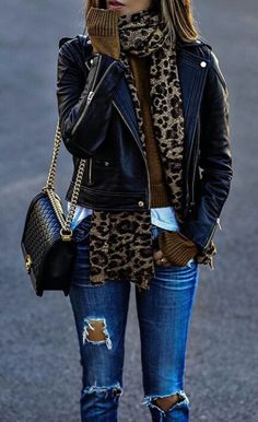 · Leopard Scarf // Leather Jacket // Destroyed Jeans // Shoulder Bag The signing of jewelry and jewelry Uno de 50 presents its new fashion and accessories trend for autumn/winter Fashion Trends Accesories - Look Fashion, New Fashion, Autumn Fashion, Womens Fashion, Trendy Fashion, 2018 Winter Fashion Trends, Fashion Black, Fashion 2018, Fashion Ideas