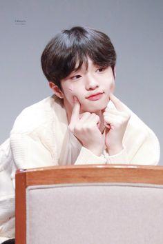 Got7 Jackson, Jackson Wang, Fandom Kpop, Twitter Video, Boy Photography Poses, Boy Poses, Ulzzang Boy, Cute Korean, Free Prints