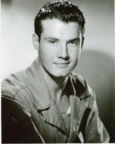 George Reeves (January 1914 - June American actor (known as Superman) Shooting death officially ruled a suicide. He was Was married and due to remarry 3 days his death and 1 day a widely publicized boxing match. Hollywood Men, Golden Age Of Hollywood, Hollywood Stars, Classic Hollywood, Vintage Hollywood, Famous Men, Famous Faces, Famous People, Divas