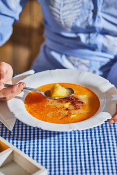 Savanyú krumplileves kolbászmorzsával | Street Kitchen Naan, Cantaloupe, Food And Drink, Pizza, Soup, Fruit, Drinks, Recipes, Essen