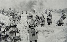 Battalion approaching the front, Mont Pertois, France, First World War, 20 April 1917