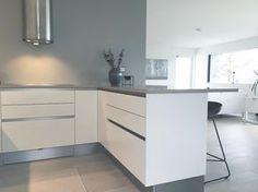 ➕Kitchen➕ #hth #vh7 #kitchen #kitcheninspo #boligplussmittkjøkken #skandinaviskehjem #nordiskehjem #modernehjem #interiorinspo #funkis #boligpluss #bobedre #kk_living Decor, Cabinet, New Homes, House, Kitchen, Home Decor, Kitchen Cabinets