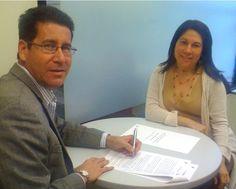 Firma de la renovación de la Alianza de trabajo con la Universidad Metropolitana (UMET).  En la foto la Sra. Lourdes Egipciaco, Directora del Centro de Empresarismo.