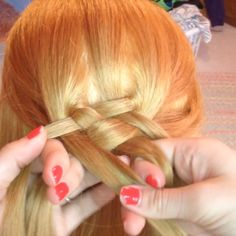 Here is a tutorial for the more advanced braiders! A 5 strand Dutch braid: 1)…