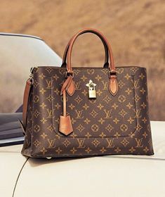 2019 New LV Collection For Louis Vuitton Handbags M…: Many years ago when I was blissfully ignorant about designer. Stylish Handbags, Gucci Handbags, Luxury Handbags, Louis Vuitton Handbags, Louis Vuitton Speedy Bag, Tote Handbags, Designer Handbags, Leather Handbags, Leather Totes