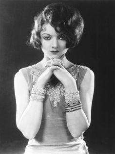 I love everything vintage, classic glamour, old hollywood. Golden Age Of Hollywood, Vintage Hollywood, Hollywood Glamour, Hollywood Stars, Hollywood Actresses, Classic Hollywood, Hollywood Divas, Hollywood Fashion, Myrna Loy