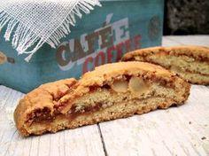 Con questi biscotti tagliati con fichi e mandorle, facilissimi da preparare, la colazione e la merenda diventano un momento di irrinunciabile piacere.