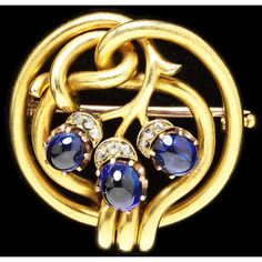 August Hollming, -Circular knot of gold brooch, centred by three cabochon sapphires issuing as buds from rose-cut diamond settings, St Petersburg, 1895-1899. This brooch shows the influence of the Art Nouveau style in Russian jewellery. | JV