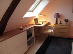 Avant/après : un duplex valorisé et optimisé - Dachboden Contemporary Wooden Desk, House Design, Loft Storage, Attic Bedroom Small, Bedroom Loft, House Interior, Contemporary Office, Loft Spaces, Loft Conversion Bedroom