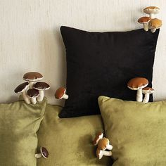 By Fungimaa - - Amazing fungi pillows! By Fungimaa crafts Amazing fungi pillows! Sewing Projects, Diy Projects, Deco Originale, Aesthetic Rooms, New Room, Stuffed Mushrooms, Sweet Home, Creations, Bedroom Decor