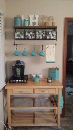 Love this idea of having a coffee bar in the kitchen/ breakfast room. Love this idea of having a coffee bar in the kitchen/ breakfast room. Style At Home, Keurig Station, Tea Station, Wine Station, Snack Station, Coffee Nook, Coffe Bar, Coffee Corner, Coffee Wine