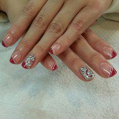 Omg! So simple! Easy breezy Christmas nail design!