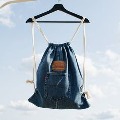 Its jeans revolution. Your own story. This backpack is unique - made from recycled, quality Levis jeans. Diy Jeans, Levis Jeans, Drawstring Backpack Tutorial, Blue Jeans, Mochila Jeans, Jean Backpack, Pretty Brunette, Jean Crafts, Denim Ideas