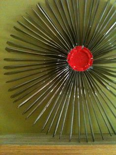 How to make a recycled plastic knife starburst wreath Plastic Spoon Crafts, Plastic Silverware, Plastic Spoons, Plastic Bottles, Plastic Bags, Cutlery Art, Christmas Crafts For Gifts, Kids Christmas, Xmas