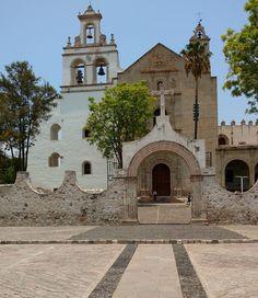 Santuario de Nuestra Señora de Guadalupe, fue construido en el siglo XVI por la orden de San Agustín. #cuitzeodelporvenir #michoacan #mexico #pueblosmagicos #pueblitosdemexico #mexico_tour (en Cuitzeo, Michoacan De Ocampo, Mexico)